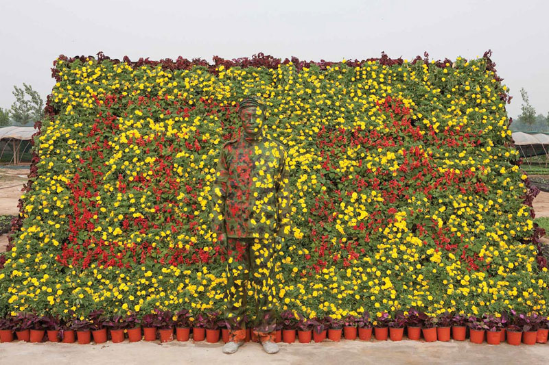 liu bolin art hi res hide in the city china camouflage painting (13)