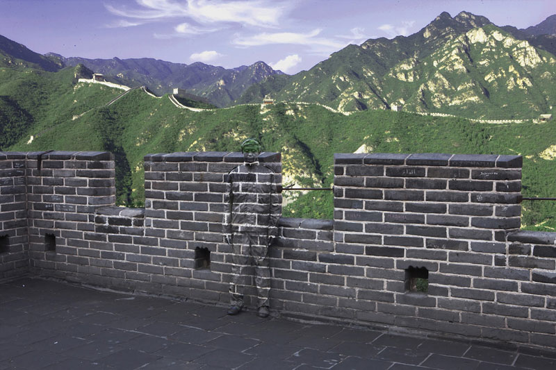 liu bolin art hi res hide in the city china camouflage painting (14)