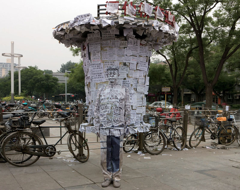 liu bolin art hi res hide in the city china camouflage painting (20)