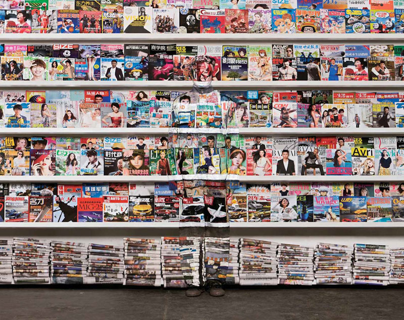 liu bolin art hi res hide in the city china camouflage painting (22)
