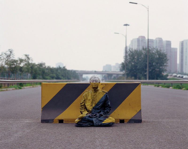 liu bolin art hi res hide in the city china camouflage painting (4)