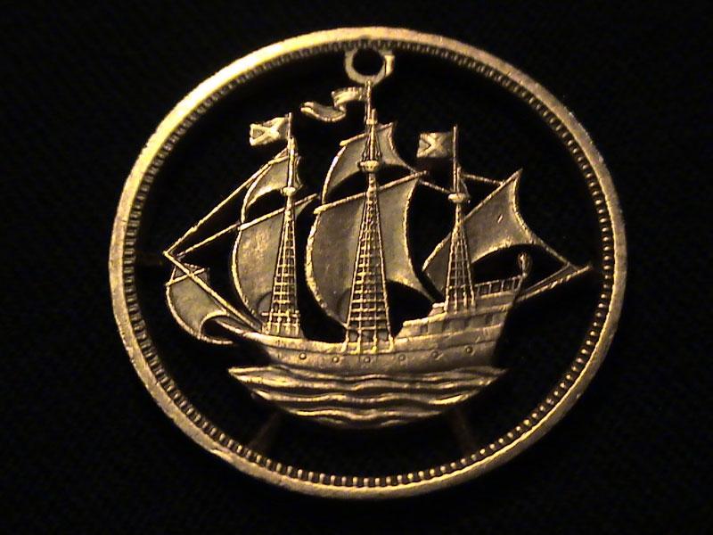 cut coin jewelry 4 Amazing Pencil Portraits Drawn Onto Dollar Bills