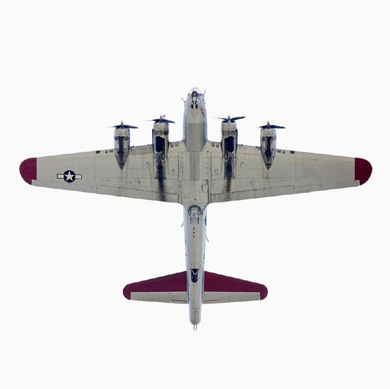 Jeffrey_Milstein_Boeing_B_17G_Flying_Fortress_directly-overhad