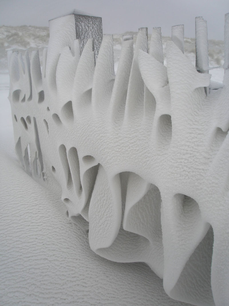 artistic snowdrift on fence netherlands Picture of the Day: Artistic Snowdrift