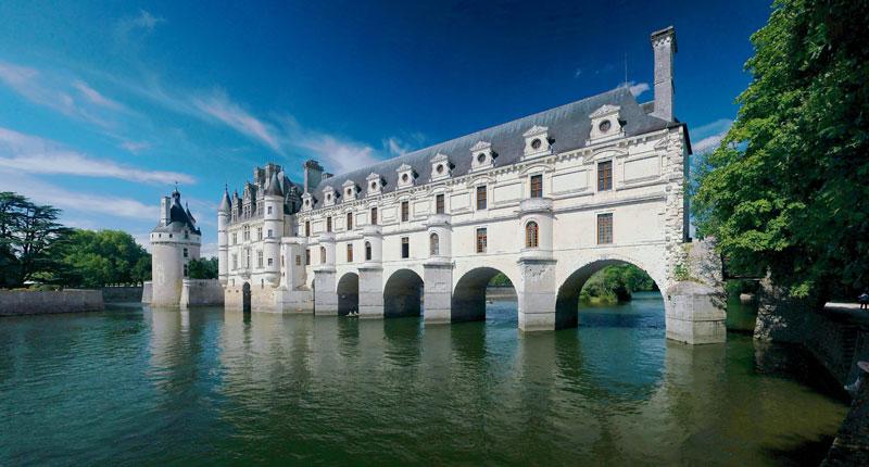 Chateau_de_Chenonceau_loire_valley_france-cher-river