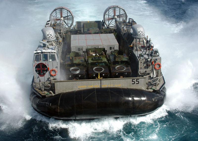 US_Navy_combat-hovercraft-Landing_Craft,_Air_Cushion_(LCAC)