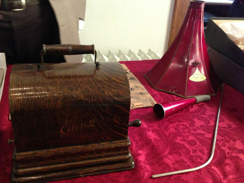 century-chest-oklahoma-100-year-old-time-capsule-contents-unveiled-(4)