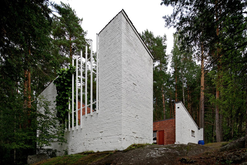 A Hollow House in the Woods