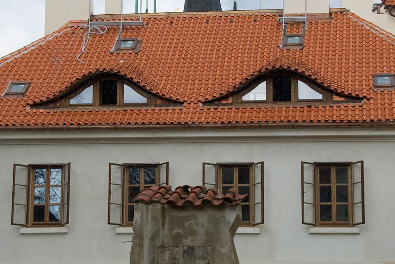 house with suspicious face 50 Faces in Everyday Objects