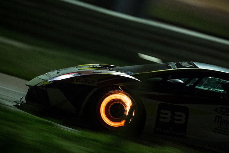 lamborghini-braking-at-high-speed-at-night-blancpain-super-trofeo-night-race-misano