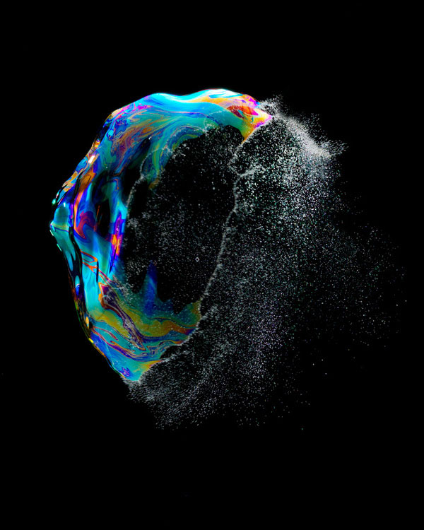 high speed photographs of a soap bubble bursting fabian oefner (5)