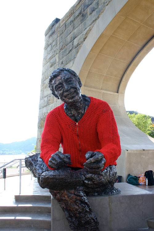 mr rogers statue crocheted red cardigan sweater alicia kachmar 1 Crocheting a Locomotive in Lodz, Poland