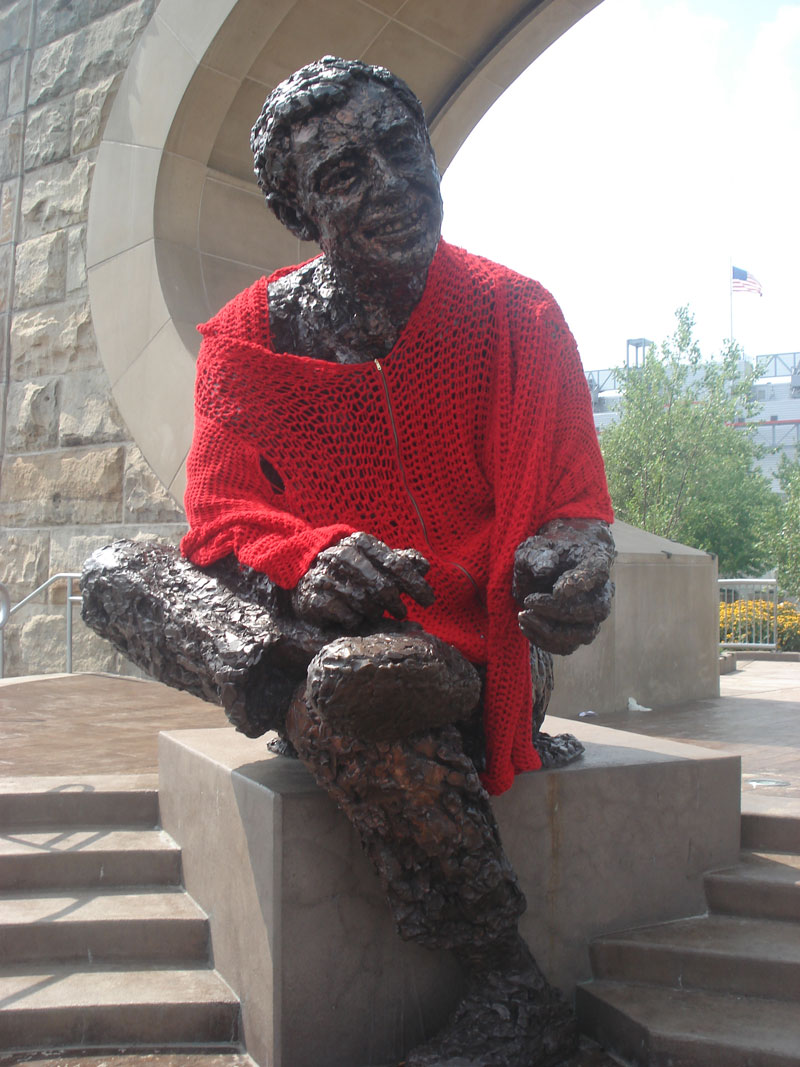 mr rogers statue in pittsburgh crocheted red cardigan sweater alicia kachmar (1)