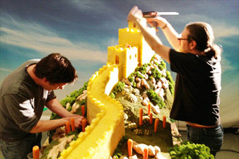great wall of pineapple carl warner 2 15 Surreal Landscapes Made from Food