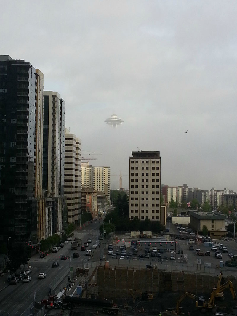 seattle fog space needle looks like ufo The Top 75 Pictures of the Day for 2013