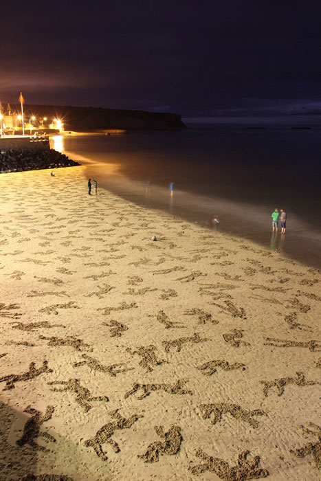 fallen soldiers etched into sand normandy beach peace day land art project (15)