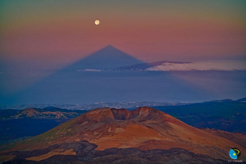 mount teide volcano triangular shadow Picture of the Day: A Triangular Volcano Shadow