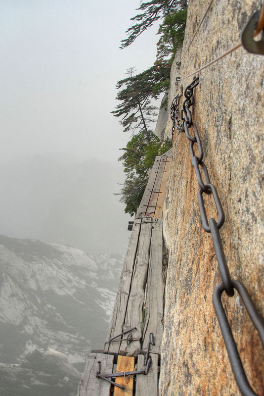 China's Cliffside Plank Path Will Give you Goose Bumps