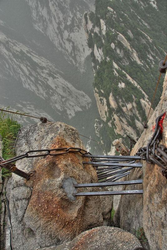 south peak cliffside plank path hua shan china (9)