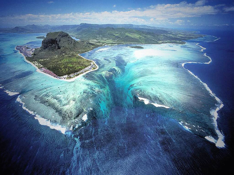 underwater waterfall trench le morne mauritius 1 Theres a 225 ft Gas Crater in Turkmenistan Thats Been Burning Since 1971