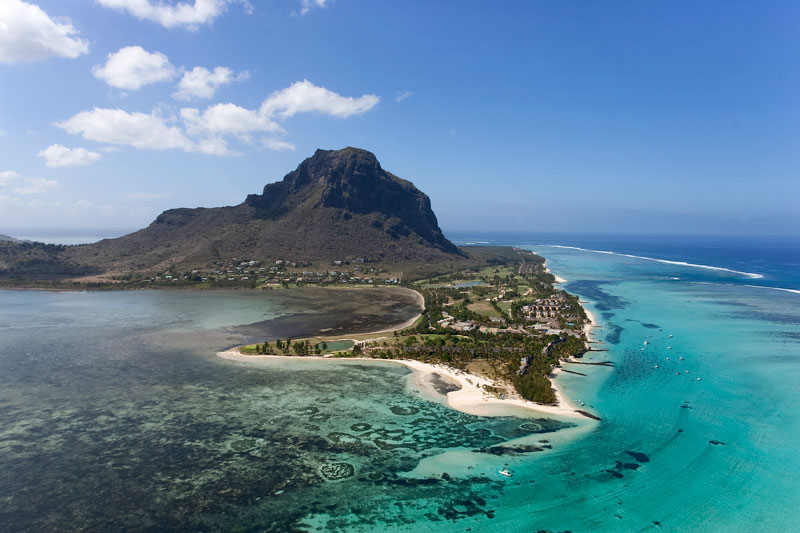 underwater waterfall trench le morne mauritius (3)