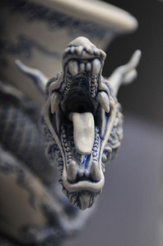 dragon strangling ceramic vase by johnson tsang (18)