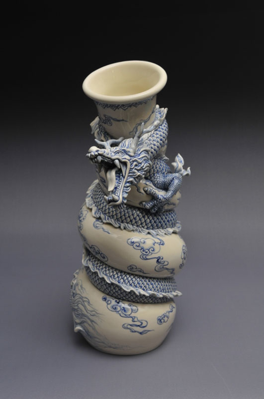 dragon strangling ceramic vase by johnson tsang (24)