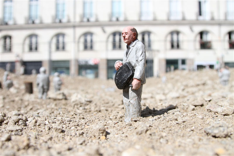follow the leaders by isaac cordal (1)