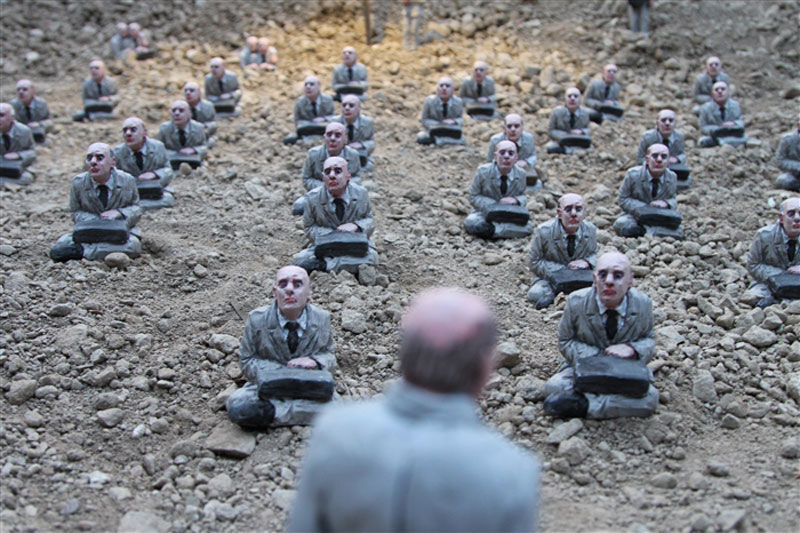 follow the leaders by isaac cordal (13)