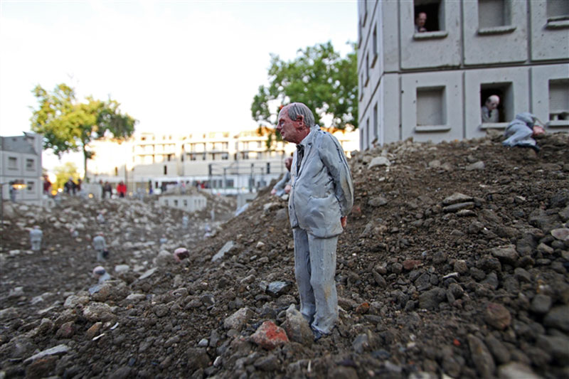 follow the leaders by isaac cordal (18)