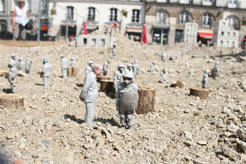 follow the leaders by isaac cordal (7)