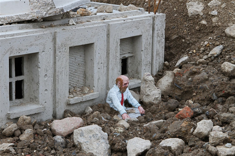 follow the leaders by isaac cordal (8)