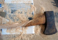 Maskull Lasserre Carves a Spine into the Handle of an Axe