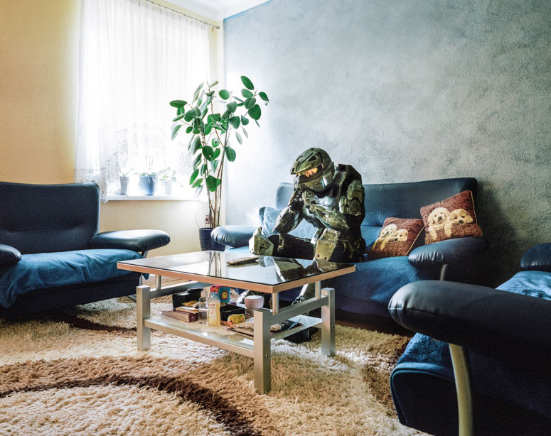portraits of cosplayers at home by klaus pichler (6)