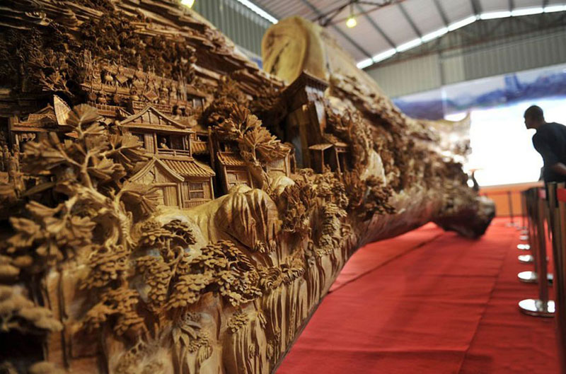 World's Longest Wooden Carving was Made from a Single Tree Trunk zheng chunhui (3)