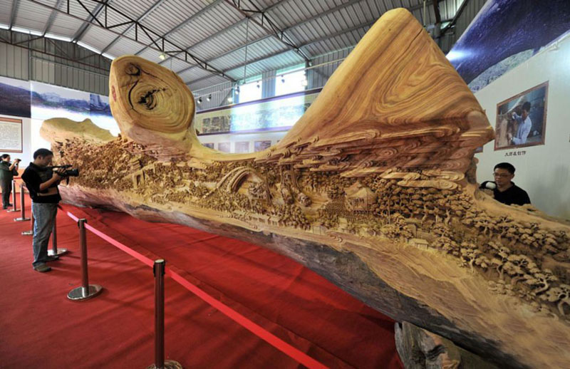 worlds longest wooden carving was made from a single tree trunk zheng chunhui 5 The Kelpies: Scotlands 100 ft Horse Head Sculptures