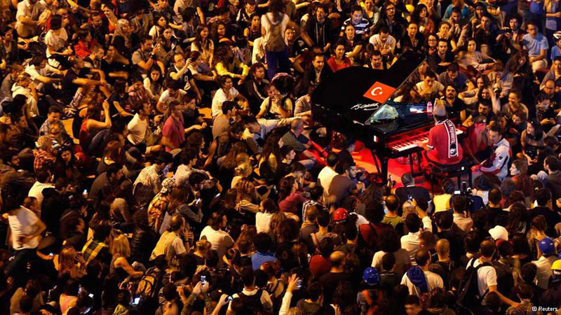 davide martello piano man of taksim square 6 Powerful Images of Music in Unexpected Places
