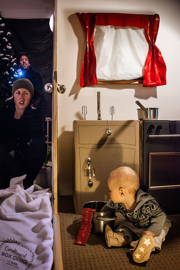 homealone Parents Recreate Movie Scenes with baby Son and cardboard