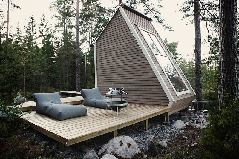 nido hut cabin in woods finland by robin falck 1 A Clever Hotel Room Loft Designed for Longer Stays