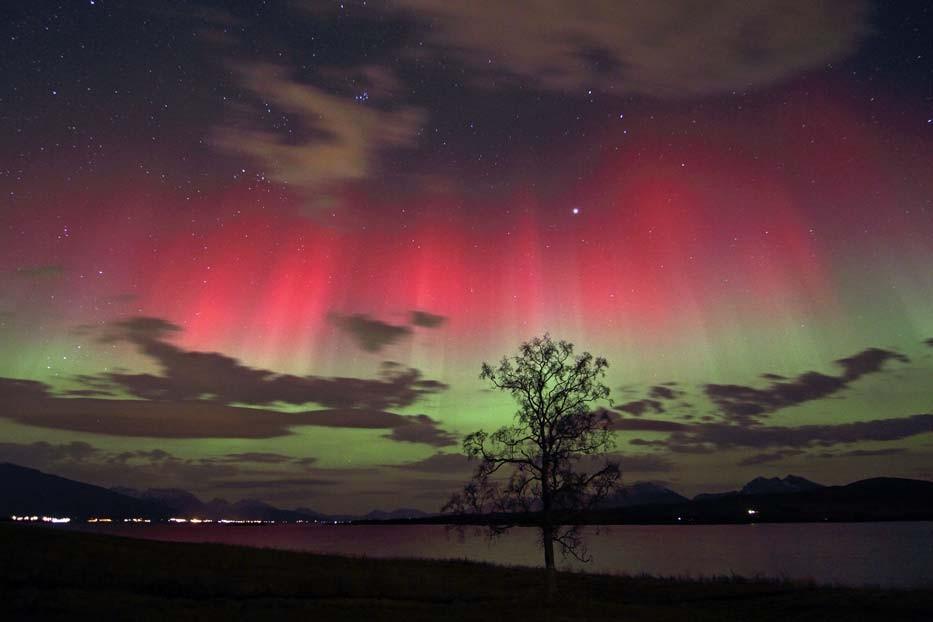 Red_and_green_aurora borealis christmas edition