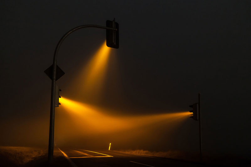 traffic lights in the fog long exposure by lucas zimmerman (5)