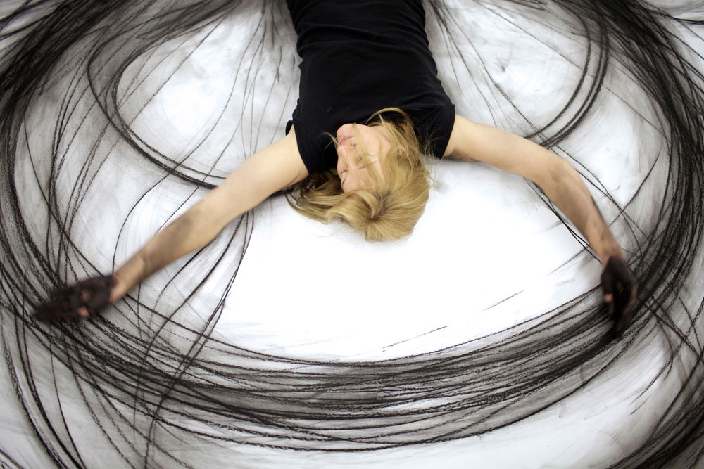 heather hansen kinetic drawings performance at ochi gallery (3)