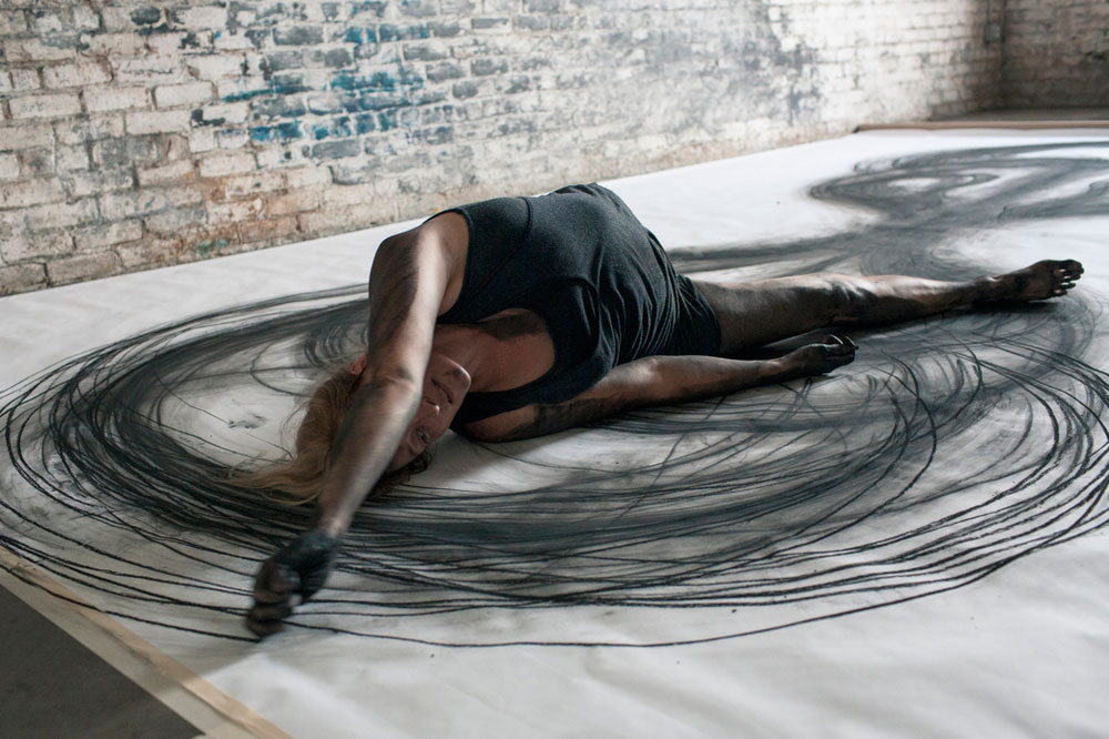 Heather Hansen Uses Entire Body to Create Larger than Life Charcoal Drawings (5)