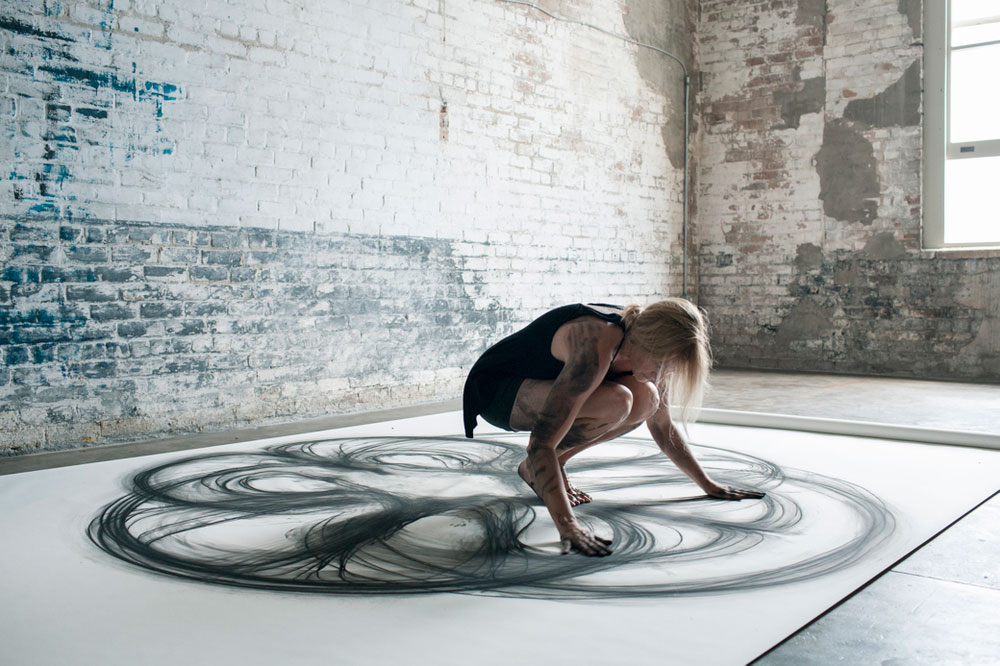 Heather Hansen Uses Entire Body to Create Larger than Life Charcoal Drawings (8)