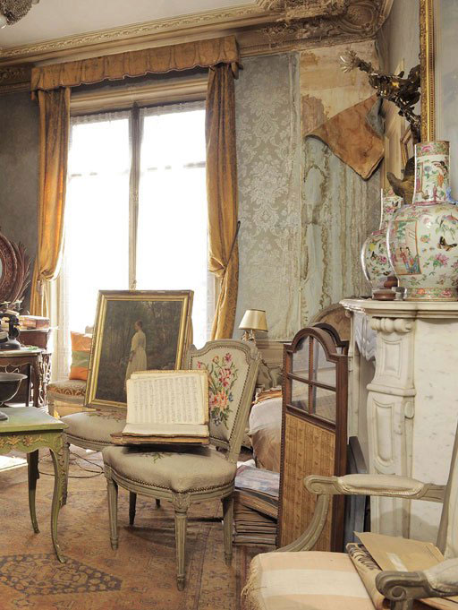 perfectly preserved paris apartment discovered after 70 years with valuables and paintings (2)