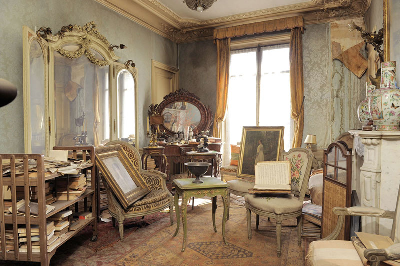 perfectly preserved paris apartment discovered after 70 years with valuables and paintings 7 Theres an Abandoned Village in China Being Overtaken by Nature
