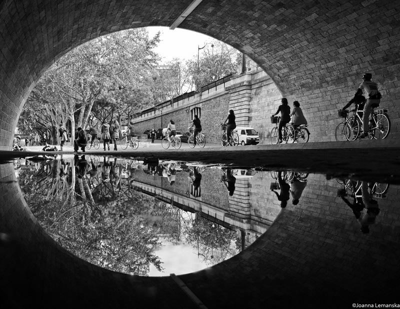 Pont-de-la-Tournelle-reflection-black-and-white-paris