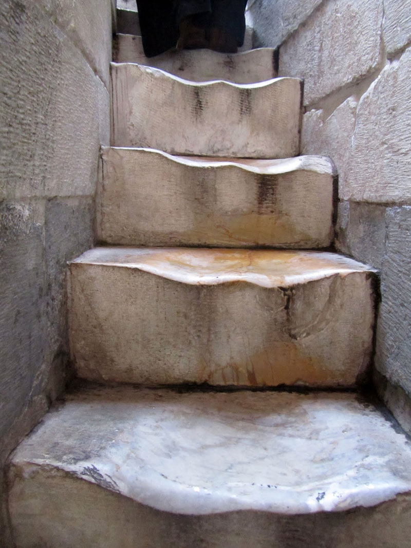worn marble steps at the leaning tower of pisa Picture of the Day: The Worn Marble Steps at the Leaning Tower of Pisa