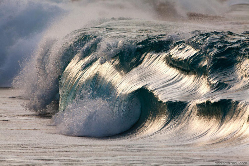 Close-Ups of Tiny Waves Make Them Look Like Mini Tsunamis by pierre carreau (1)