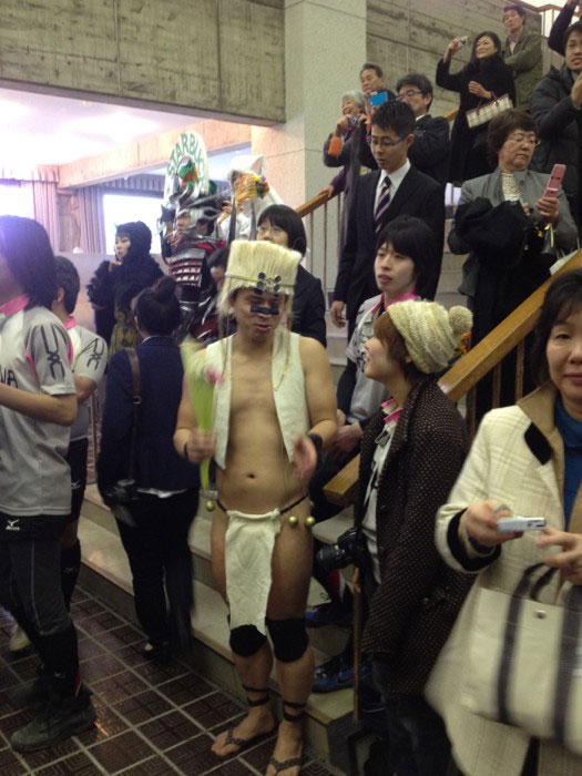 Kanazawa College of Art in Japan Lets Students Wear Costumes to Graduation (10)